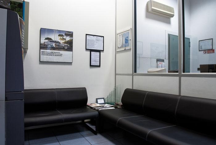 sala-di-attesa-officina